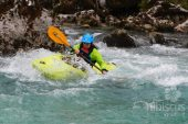 Whitewater kayaking pe raul SOca, Slovenia